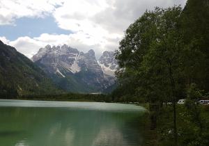Vista sulle Dolomiti dal lago di Landro