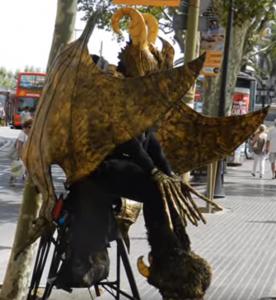 Mimo presso las Ramblas di Barcellona