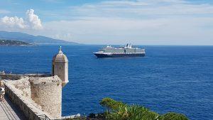 Arrivo di una nave da crociera nel Principato di Monaco