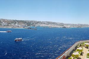 Vista dell'isola di Mykonos dalla nave da crociera