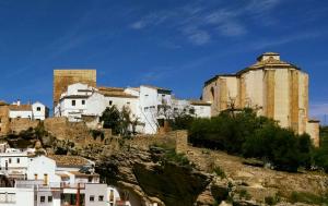 Torre e chiesa di Setenil de las Bodegas