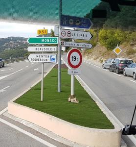 Bivio che ci conduce al Principato di Monaco