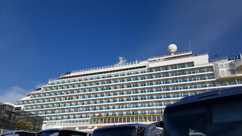Nave da crociera nel porto di Savona
