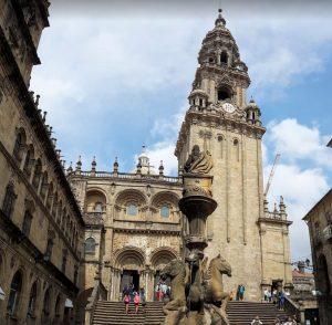 Fontana dei cavalli e vista laterale della Cattedrale di Santiago de Compostela