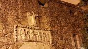 Ciudad Vieja - Bassorilievo con croce sulla porta d'ingresso al convento delle Clarisse - La Coruña