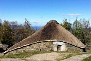 O Cebreiro - La Palloza, tipica costruzione pre-romana in pietra con i tetti in paglia di origine Celtica