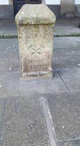 Antico cippo che indica il meridiano che passa per la piazza di Maria Pita - La Coruña