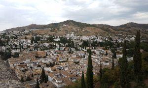 Panorama della città di Granada dall'alto di una torre dell'Alhambra