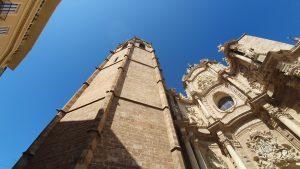 El Miguelete - Veduta del campanile da uno degli ingressi della cattedrale di Valencia