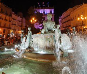 Illuminazione notturna della fontana del Turia