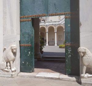 La porta dei leoni del Duomo di Salerno